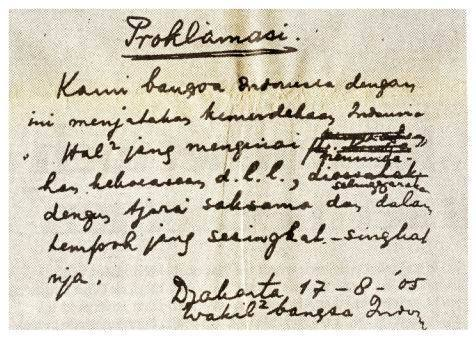 Naskah asli teks Proklamasi Kemerdekaan Indonesia yang ditulis tangan ...