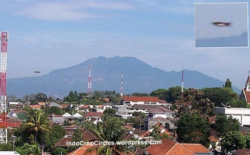 Foto Video Ufo Terbaik Indonesia Mysterious Thing Crop