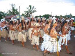 Penduduk lokal Easter Island mengikuti Tapati Festival di Easter Island