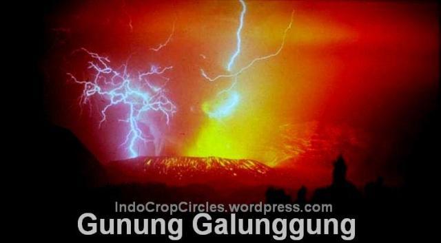 Galunggung erupting