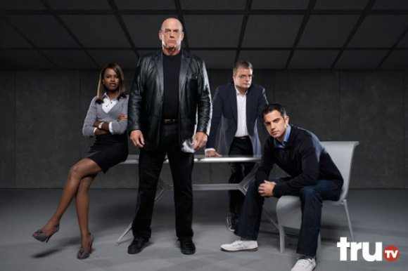 Jesse Ventura dan tim investigasi Teori Konspirasi yang dipimpinnya.