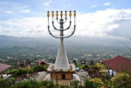 Di Manado Terdapat Tugu Menorah Zionist Yahudi Terbesar di Dunia Tugu-menorah-manado-yahudi