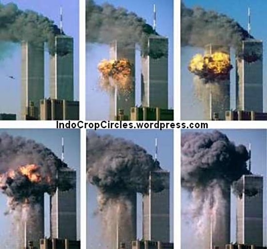 World Trade Center (WTC) saat dihantam pesawat pada September 11, 2001