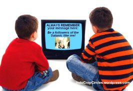 """Pesan Lady Gaga tentang ajaran satanic melalui """"kotak bego"""""""