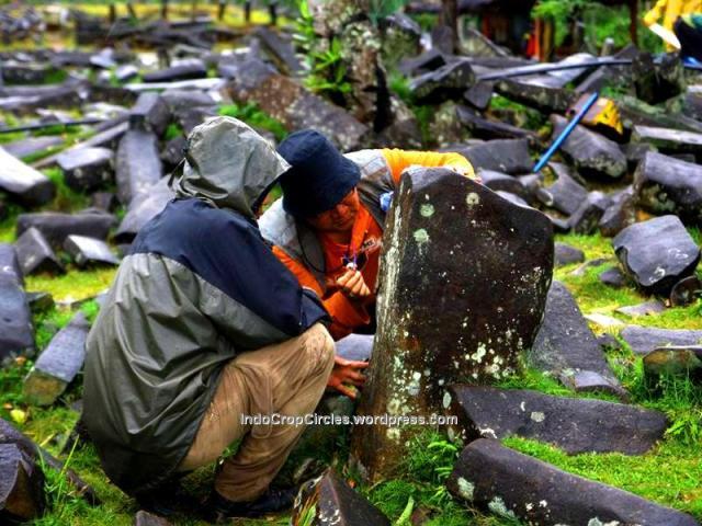 Batu menhir Gunung Padang Cianjur tengah diteliti