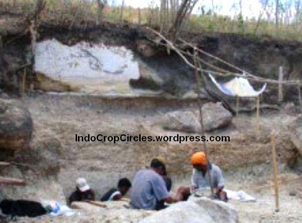 Wolo Senge Flores_hobbit cave