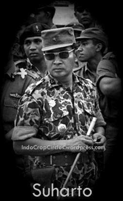 Suharto, sebagai komandan Abri saat memimpin pasukan untuk memerangi G-30/S-PKI