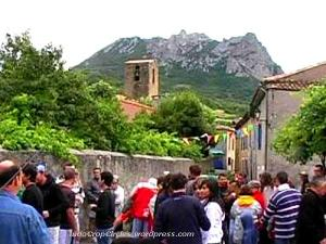 Akibat isu kiamat Desember 2012, Gunung Pic de Bugarach, Perancis mulai ramai dikunjungi para turis dari dalam dan luar negeri