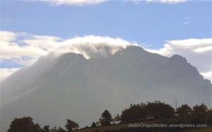 Gunung Pic de Bugarach salju