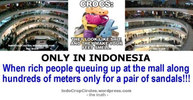 antrian_pembeli_crocs
