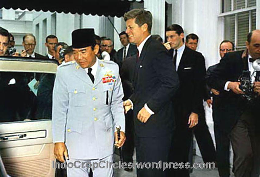 Foto: Jhon F. Kennedy dan Soekarno