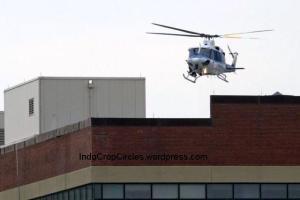 helikopter mendarat diatas gedung