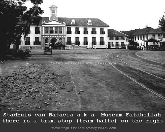 Jakarta jadul - Gezicht_op_het_stadhuis_van_Batavia_en_de_tramhalte