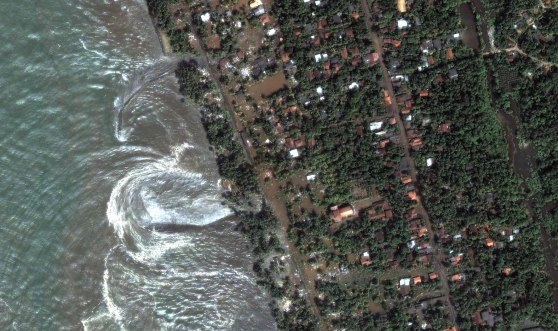https://indocropcircles.files.wordpress.com/2013/08/1f352-srilanka1tsunami.jpg