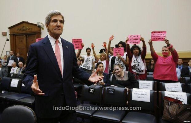 MenLu John Kerry di DPR AS menghadiri sidang membahas rencana serangan militer AS di Suriah