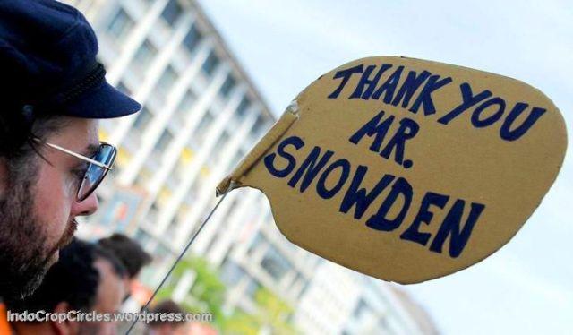 snowden supporter 01