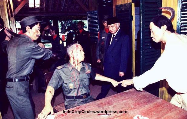suharto di musium lubang buaya