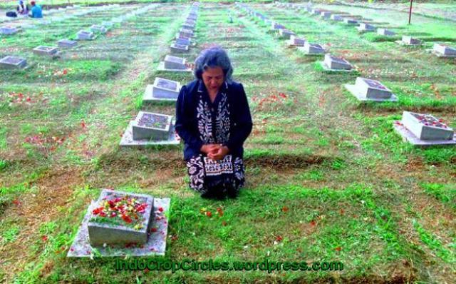 doa di kuburan tragedi 1998