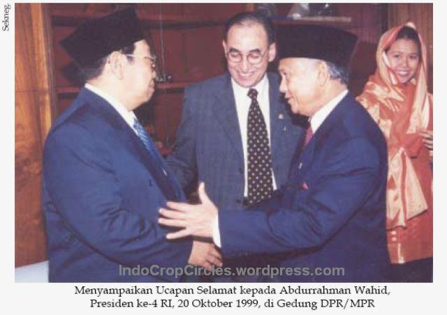 Habibie sampaikan selamat gus dur sbg presiden RI ke-4 20-10-99 001