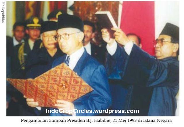 kerusuhan 1998 Habibie dilantik di Istana negara 001