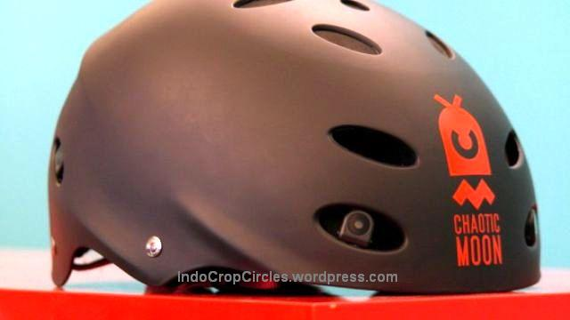 chaotic-moon-helmet