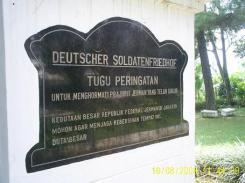 [Deutscher+Soldatenfriedhof+in+Indonesia01.JPG]