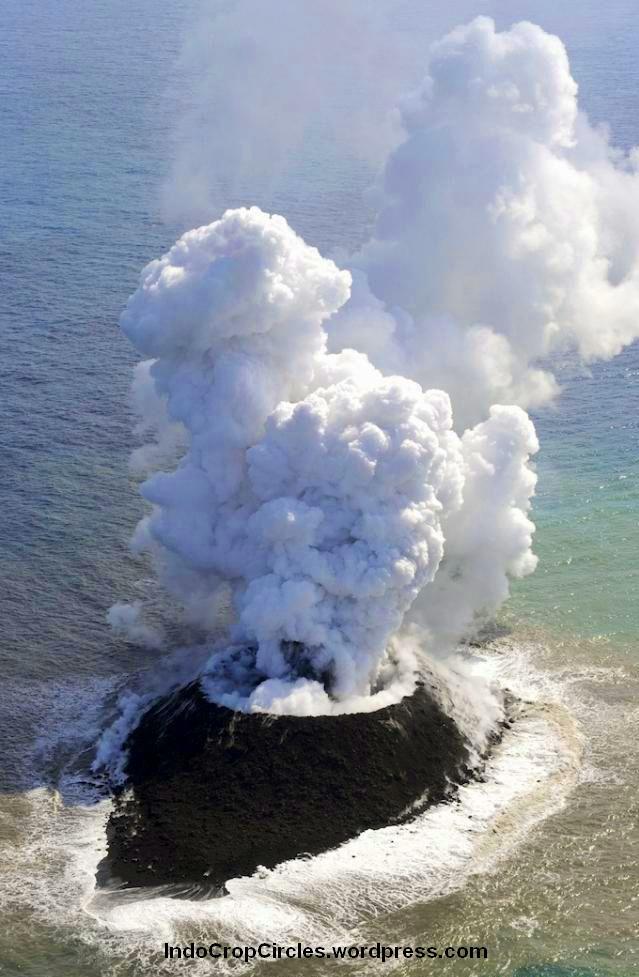 gunung-api-dasar-laut-meletus-di-jepang-001