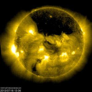 lubang hitam besar di matahari sun huge black area 02