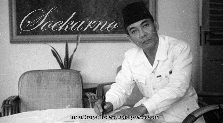 sukarno writing banner