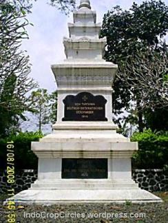u-boat-nazi-karam-di-laut-jawa Deutscher Soldatenfriedhof in Indonesia