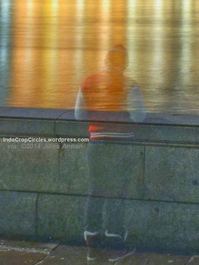 foto hantu di inggris pada malam tahun baru 2014 02