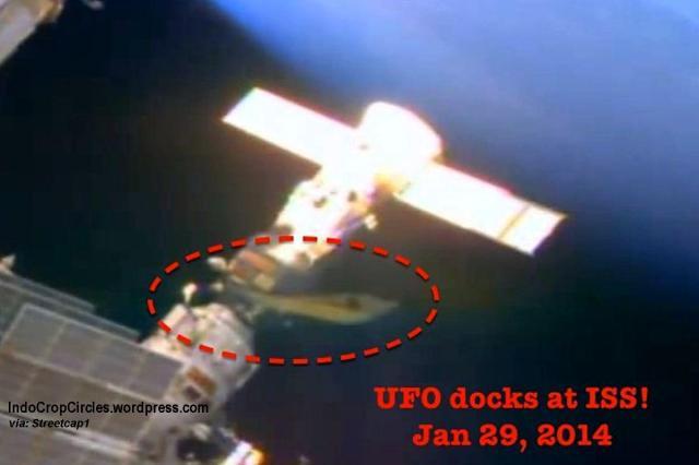 aliens UFO ship docking ISS 01