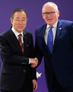 U.N. Secretary General Ban Ki-moon (L) shakes hands with Dutch Foreign Minister Frans Timmermans