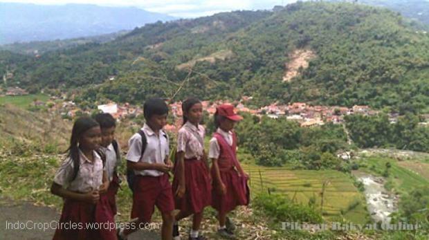Anak sekolah cinangsi Desa Cilame