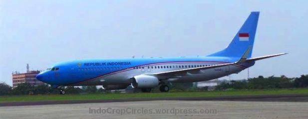 Pesawat jenis Boeing Business Jet 2 yang dipesan untuk pesawat Kepresidenan RI mendarat di Landasan Udara Halim Perdanakusuma, Jakarta Timur. Kamis (10/4/2014).