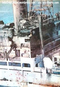 Kondisi USS Liberty dari salah satu sudut setelah diserang pasukan zionis Israel (IndoCropCircles.wordpress.com - via: uss-liberty.com)