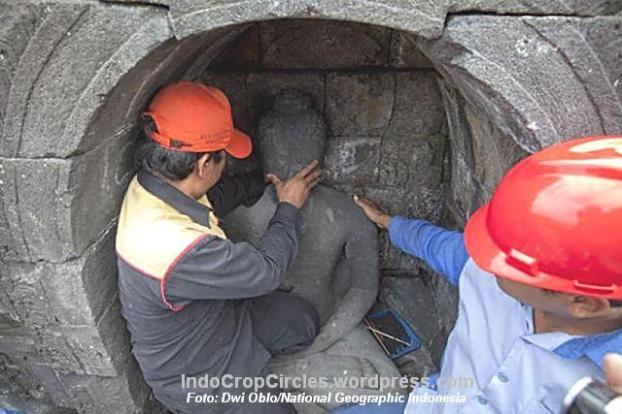 Candi Borobudur masih menyimpan misteri, terutama terkait hilangnya kepala-kepala arca Buddha yang hingga kini belum ditemukan (Dwi Oblo/National Geographic Indonesia)