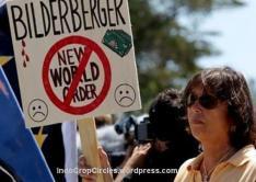 Demonstran pada pertemuan Bilderberg tahun lalu.