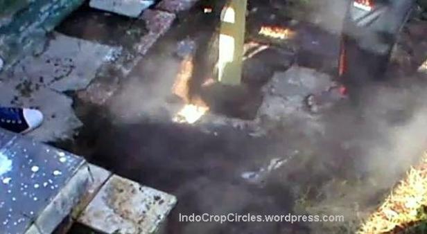 kuburan makam keluarkan asap Probolinggo