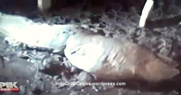 podong kuburan makam mayat menyembul di pontianak 2
