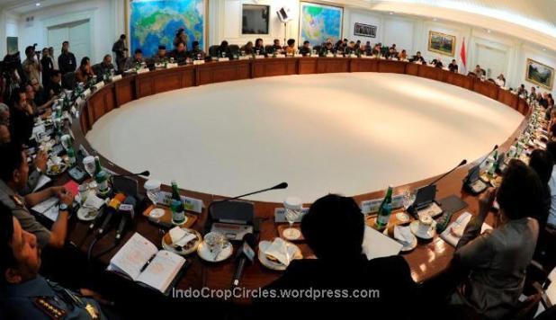 SBY memimpin rapat paripurna kabinet. (ANTARA/Andika Wahyu)