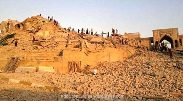 Tampak bangunan luar dari makam Nabi Yunus dihancurkan ISIS