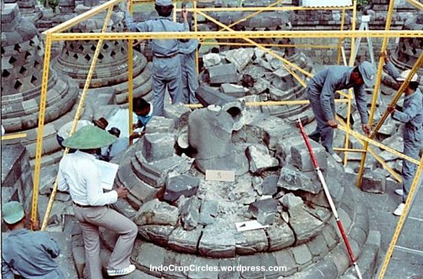 Perbaikan Candi Borobudur Setelah Peledakan di Magelang.