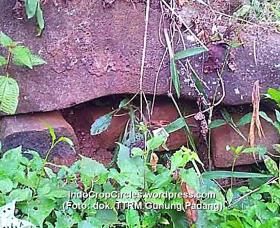 batu dolmen rock gunung padang 01