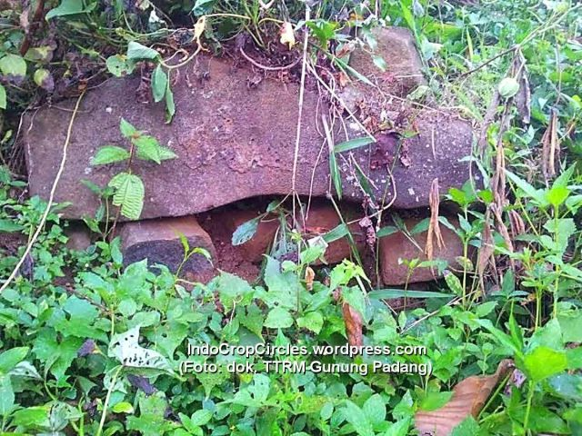 batu dolmen rock gunung padang 02