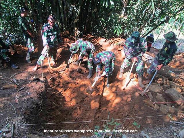 Gunung Padang dipacul TNI 02