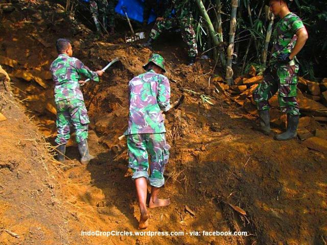 Gunung Padang dipacul TNI 03
