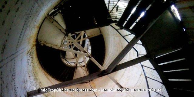 tangga-mercusuar-pulau-sabira