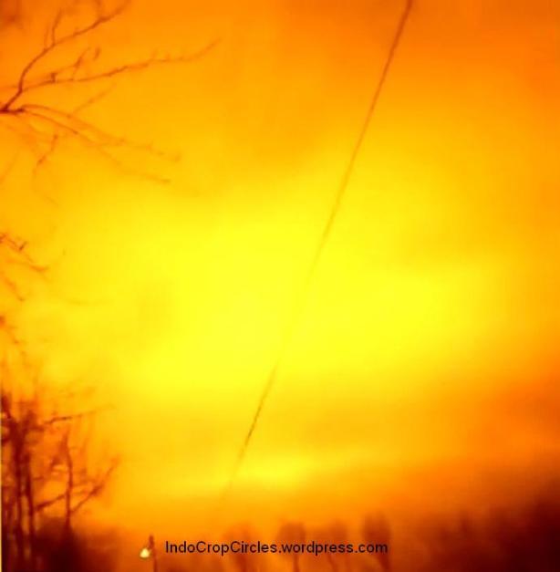 kilatan cahaya oranye dilangit sverdlovsk rusia.JPG