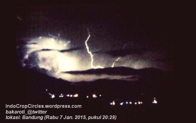 Cahaya Misterius Malam Hari Diatas Langit Sebelah Timur Kota Bandung  02
